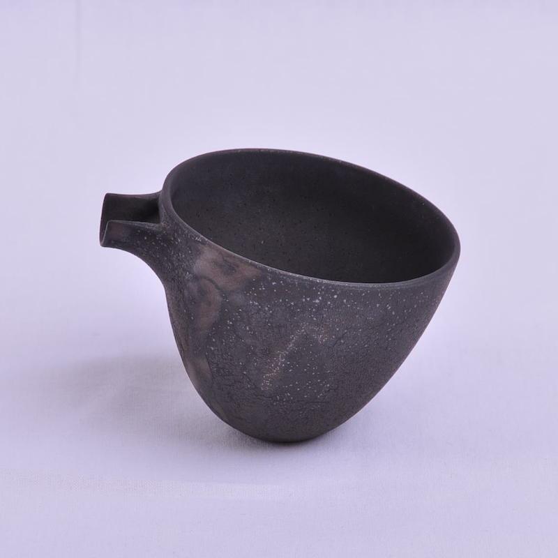 黑色带嘴茶具